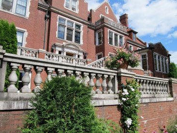 Glensheen, the Congdon family estate ~ Duluth, MN (Photo: Kat B./travelgardeneat)