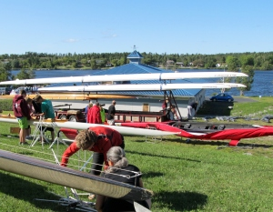 Rigging boats in Kenora (photo: Kat B./travelgardeneat)