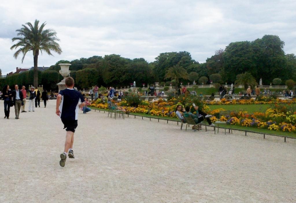 Running through the Luxembourg Gardens (Photo: Kat B./travelgardeneat)