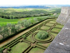 Sculptured patterns on the Castello di Brolio grounds