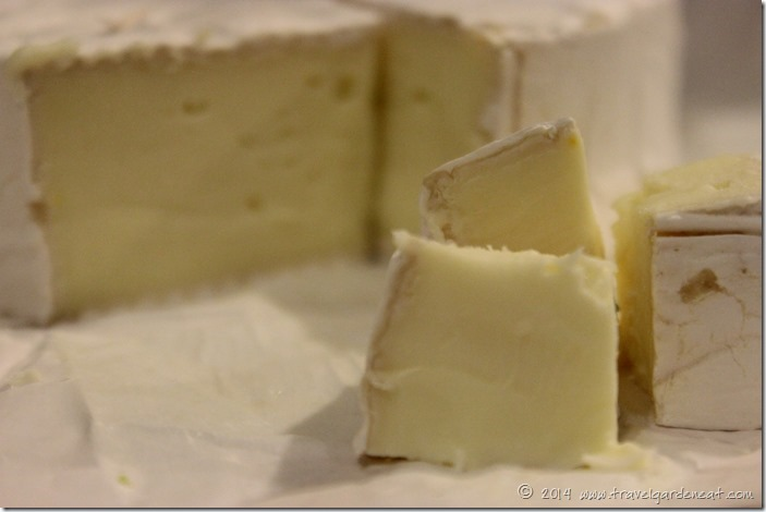 Brie cubes for pasta