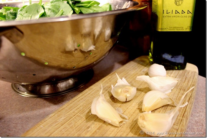 Garlic cloves for sauteed spinach