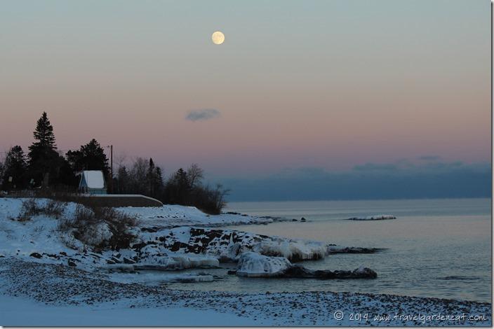 Monnrise on Lake Superior ~ Duluth, MN